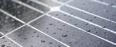 Yeni bir hibrit güneş hücresi yağmur damlalarından elektrik üretebiliyor
