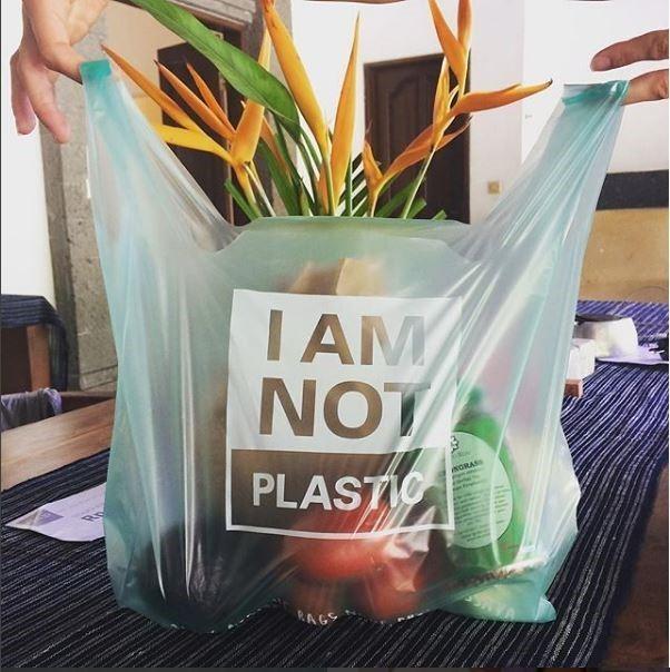 Bu plastik torba %100 biyo-bozunur ve bitkilerden yapılmış