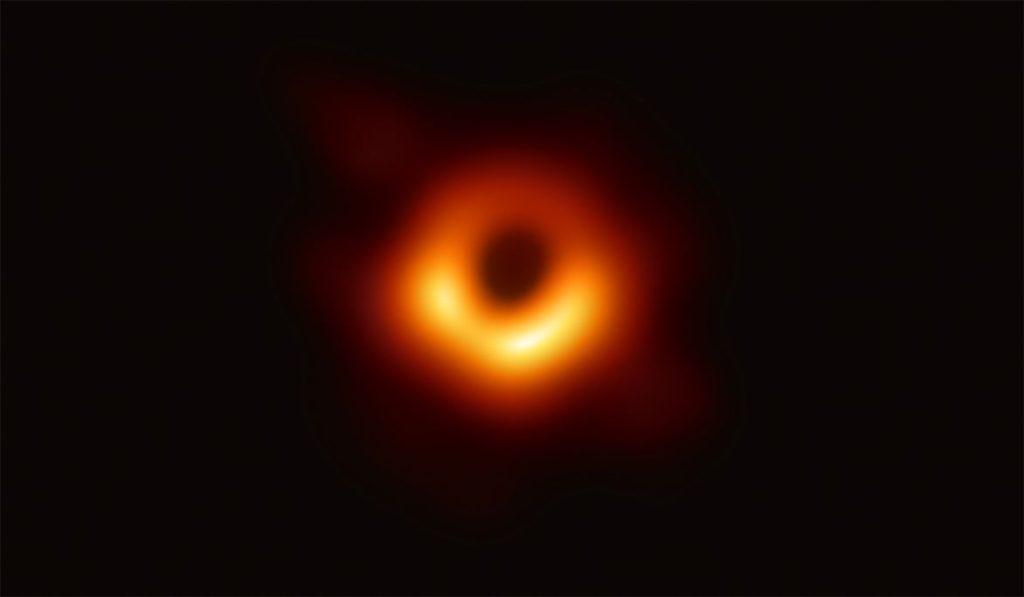 Bir kara deliğin ilk gerçek fotoğrafı yayınlandı