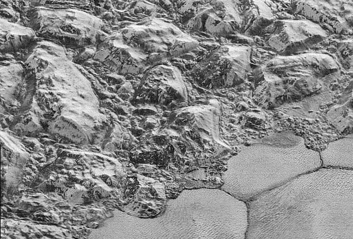 Plüton'un en yakın yüzey fotoğrafları yayınlandı