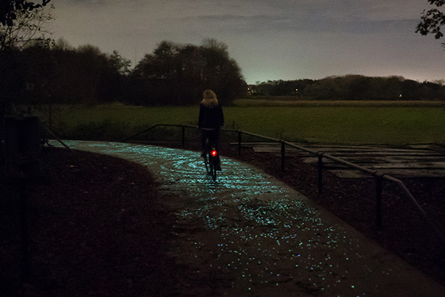Starry-Night-Illuminated-Bike-Path-by-Daan-Roosegaarde-7